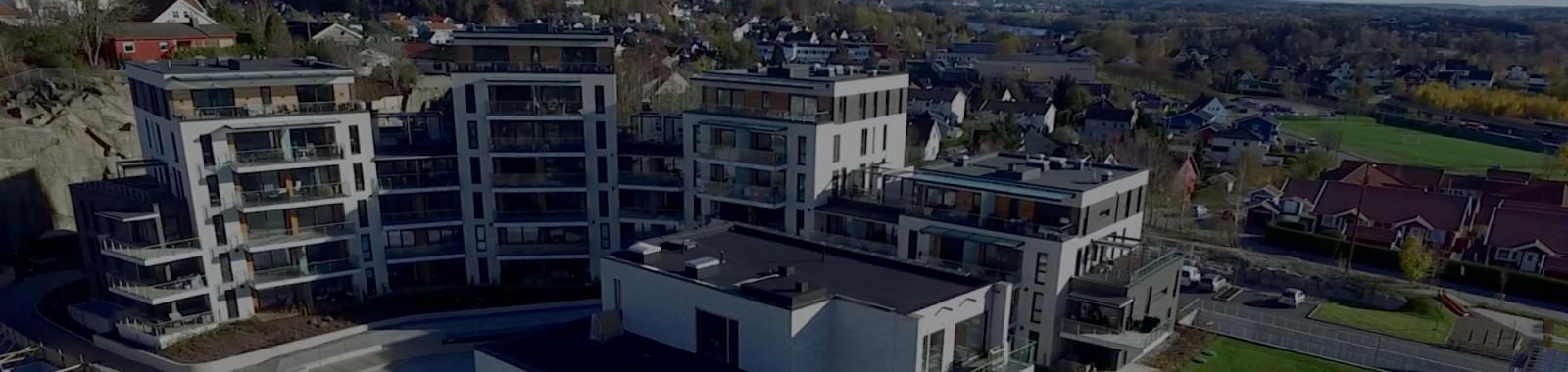 Opplev utsikten og utenomhusområdet på byggetrinn 1 og 2